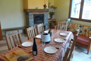 Astrance - Séjour avec cheminée